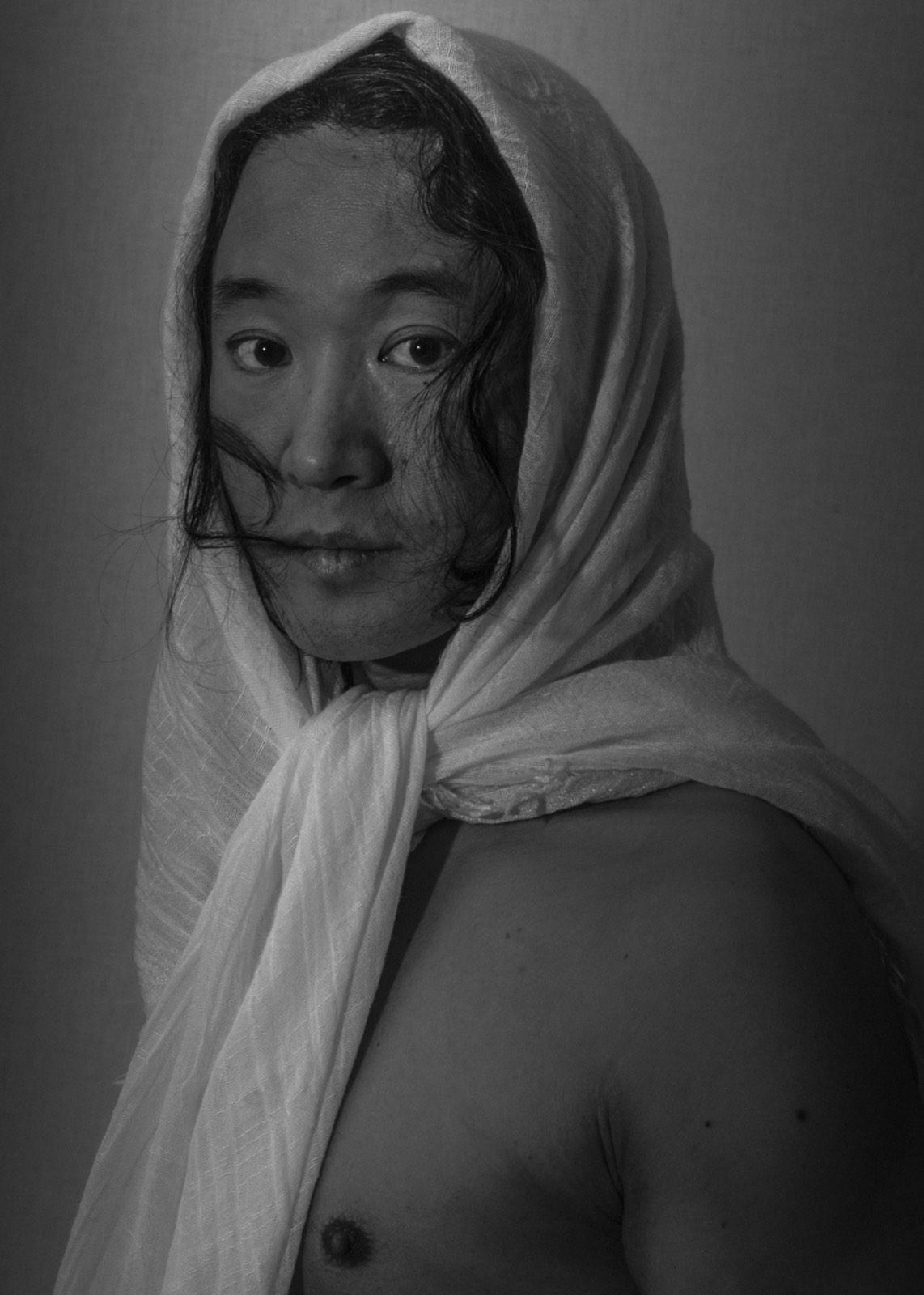 Foto van Mona Alikah van man met doek om hoofd