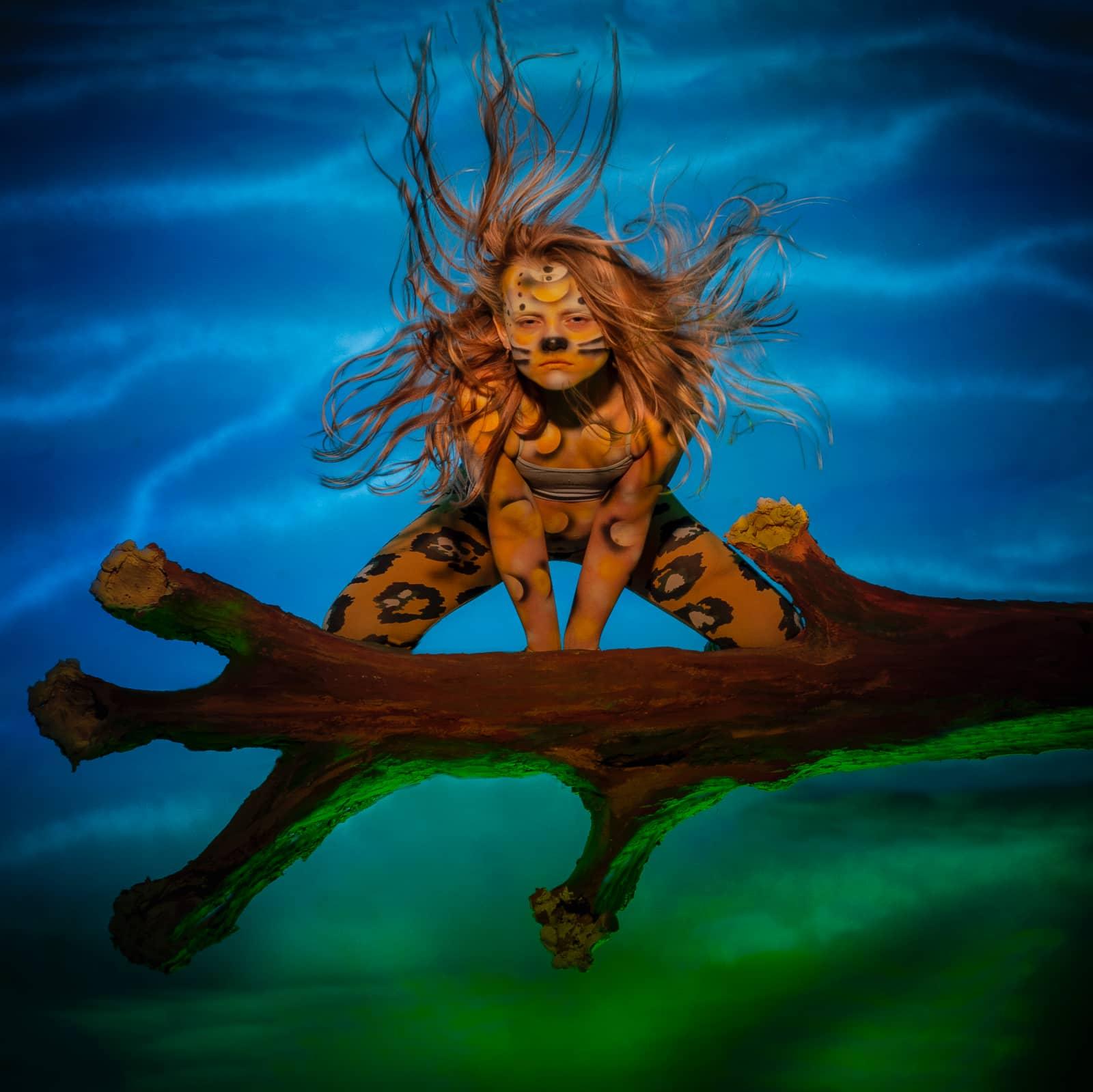 Leah als cougar door Jan van der Horn