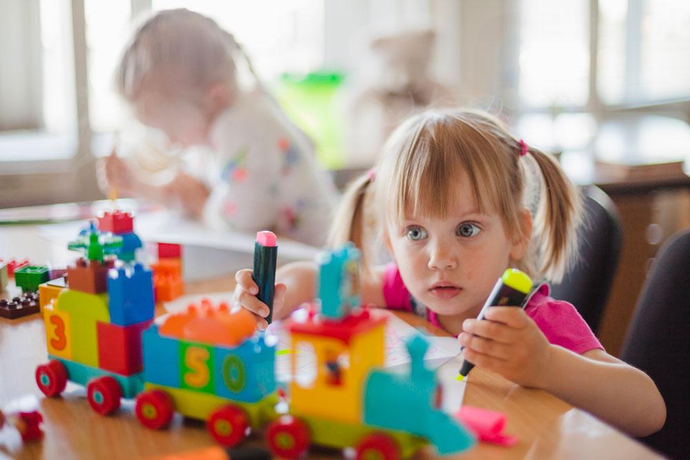 Dijital dünya, yetiştirme tarzı, oyun kültürü, öğrenme disiplini vb. pek çok nedenden kaynaklabilen dikkat dağınıklığı problemi erken önlem alınmaması durumunda çocuklarımızın geleceğini önemli boyutlarda negatif olarak etkileyebiliyor.