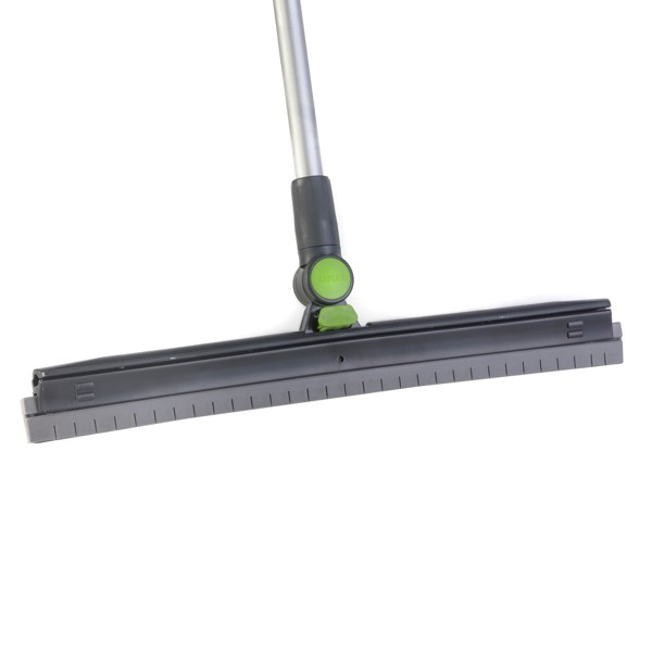 Reflex refill for swiveled squeegee