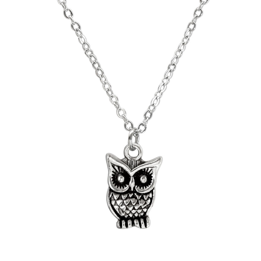 Who, who is the secret keeper of wisdom and magic? The owl charm necklace is your nighttime companion! Beach Life Charm Necklaces are the perfect summer accessory for those long afternoons on the beach with your friends! O Yeah!