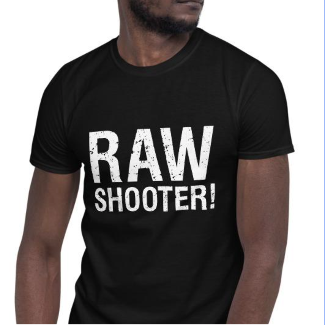 "man met fotografie t-shirt ""RAW shooter"""