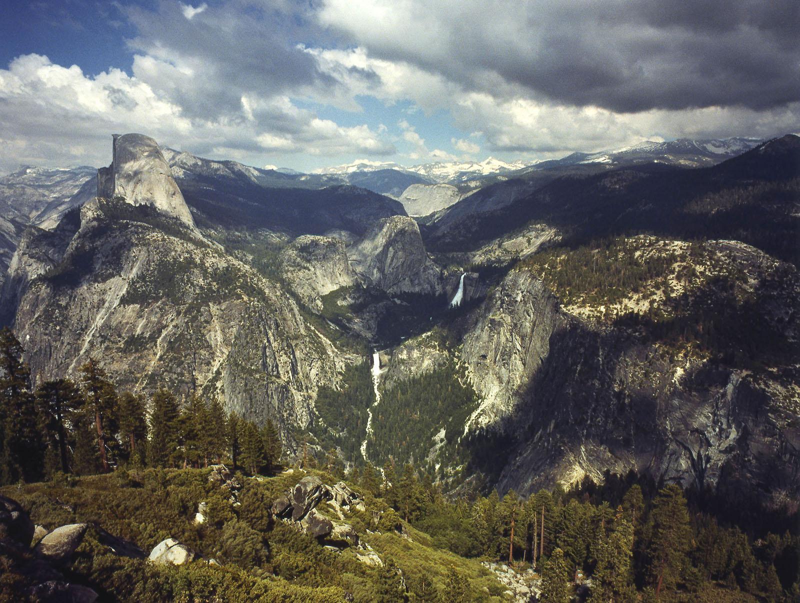 foto van hoog gebergte in Californië