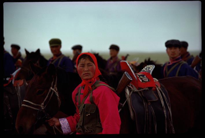 foto van mannen met paarden in Mongolië