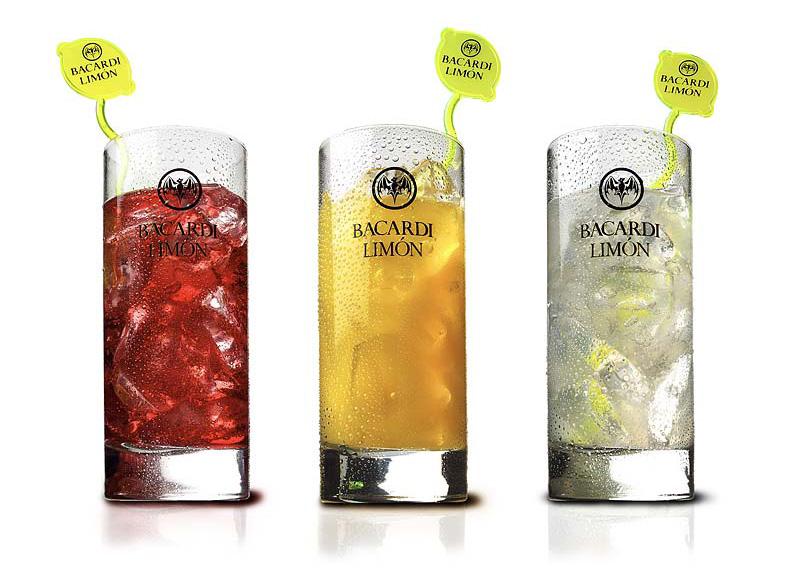 foto van drie glazen met Bacardi gevuld in drie verschillende smaken