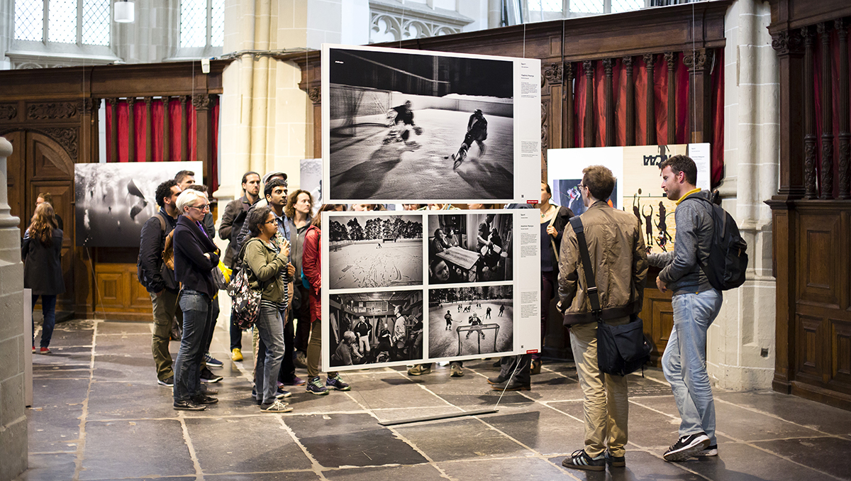 foto van World Press Photo expositie met publiek