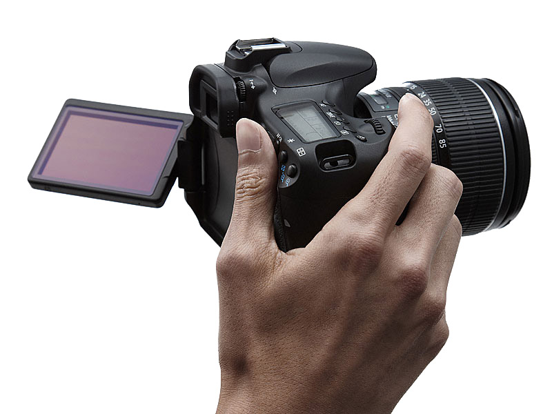 foto van Canon Eos 60D in hand met lcd scherm open