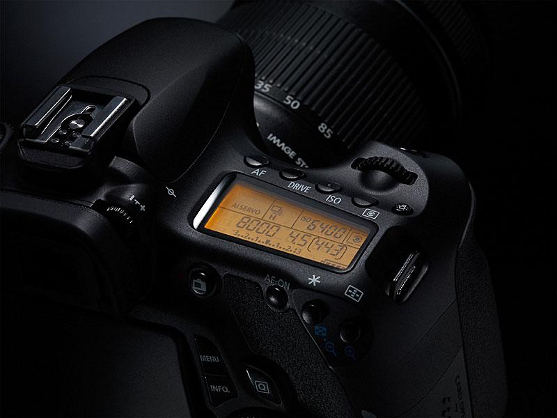 foto van Canon Eos 60D bovenkant in de aan-stand