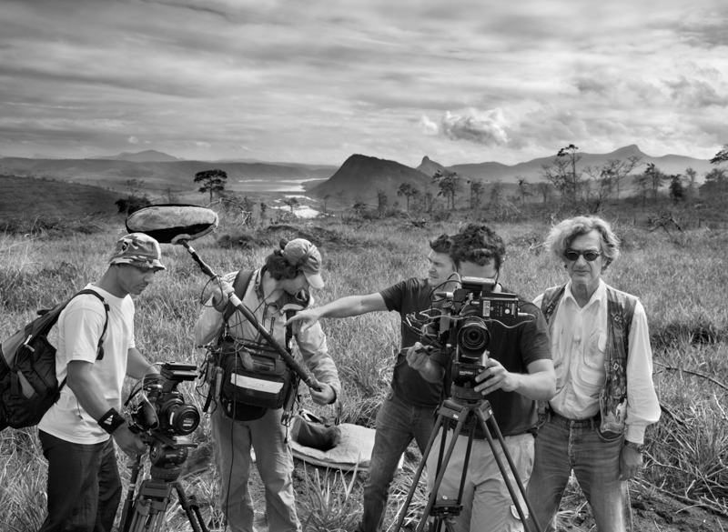 foto van cameracrew van de film The Salt of the Earth