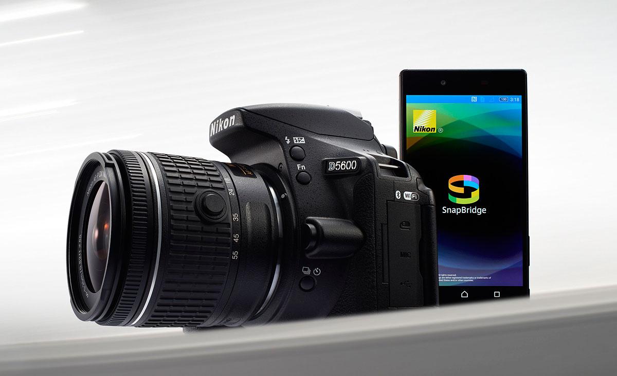 foto van Nikon D5600 met SnapBridge op smartphone