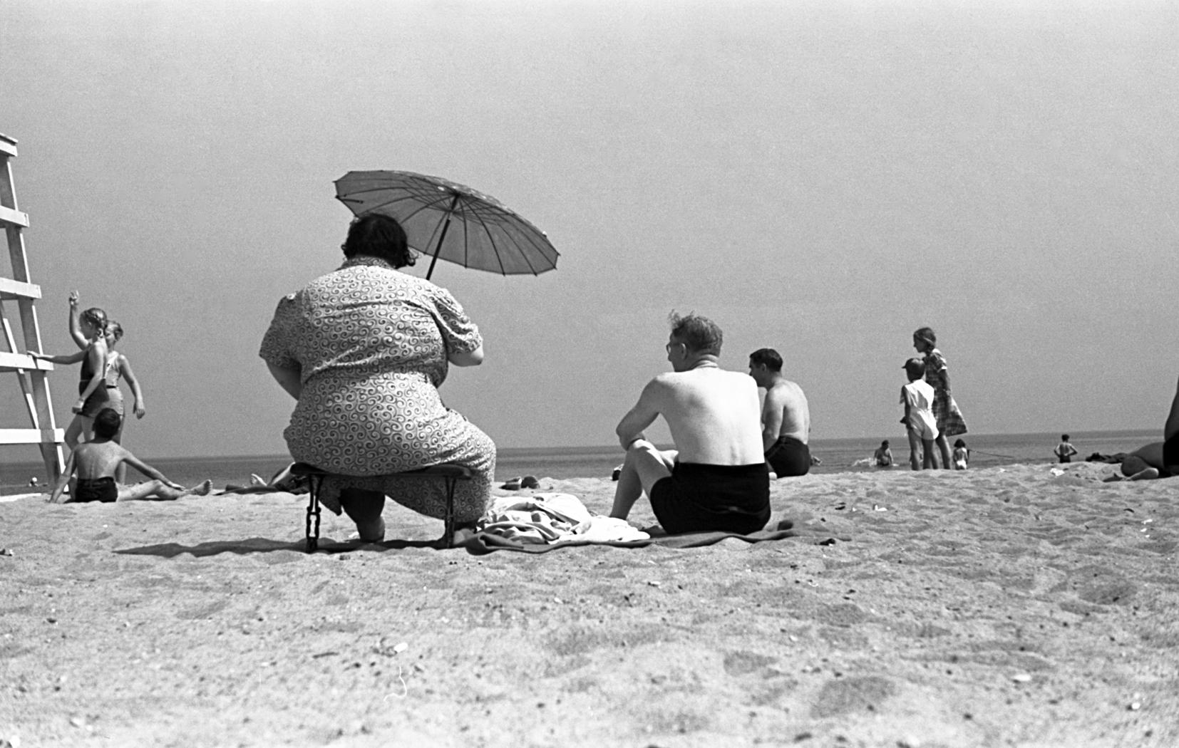 foto: © Kunstcollectie Akademie der Künste, BerlijnFat Lady (Dikke dame, Lake Michigan, Verenigde Staten), 1938