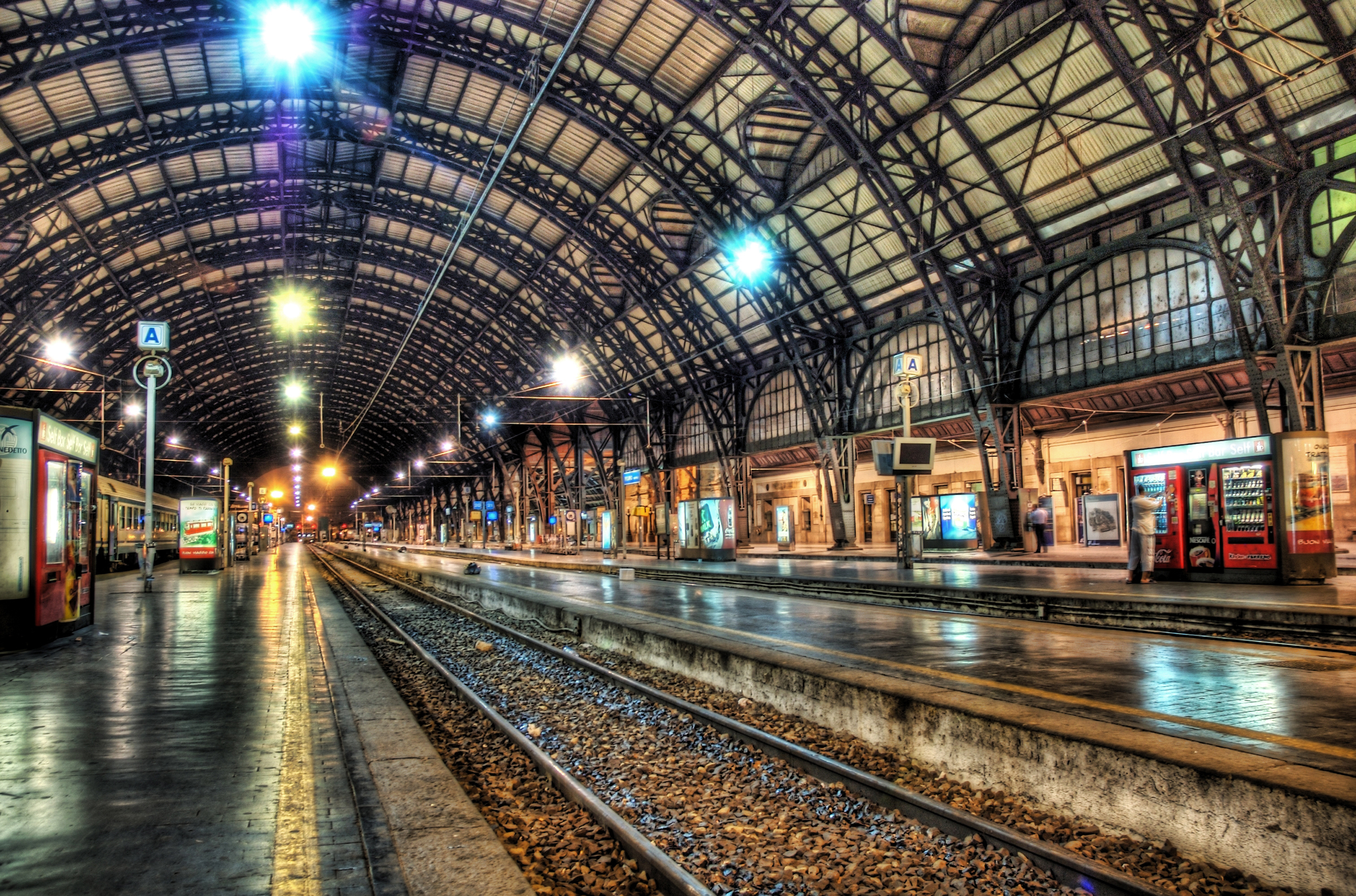 foto: Trey Ratcliff | Milan Train Station at Midnight (HDR opname)