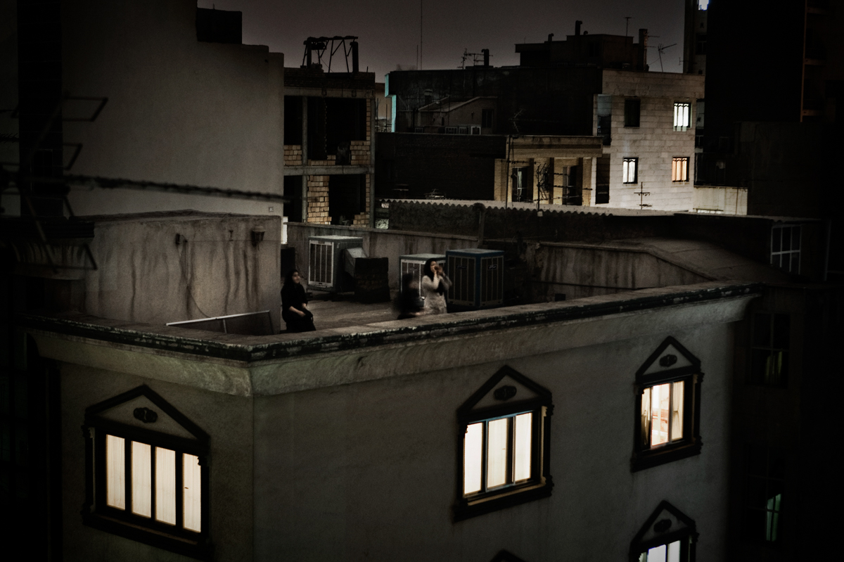 foto: Pietro Masturzo, Italy | From the rooftops of Tehran, June. World Press Photo of the Year 2009