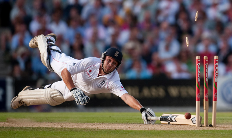 foto: Gareth Copley, United Kingdom, Press Association | England's Jonathan Trott is run out at the fifth Ashes test match, London, August. Sports Action: 1st prize singles