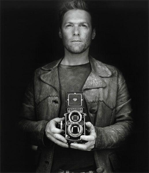 Bryan Adams met twee-oog camera