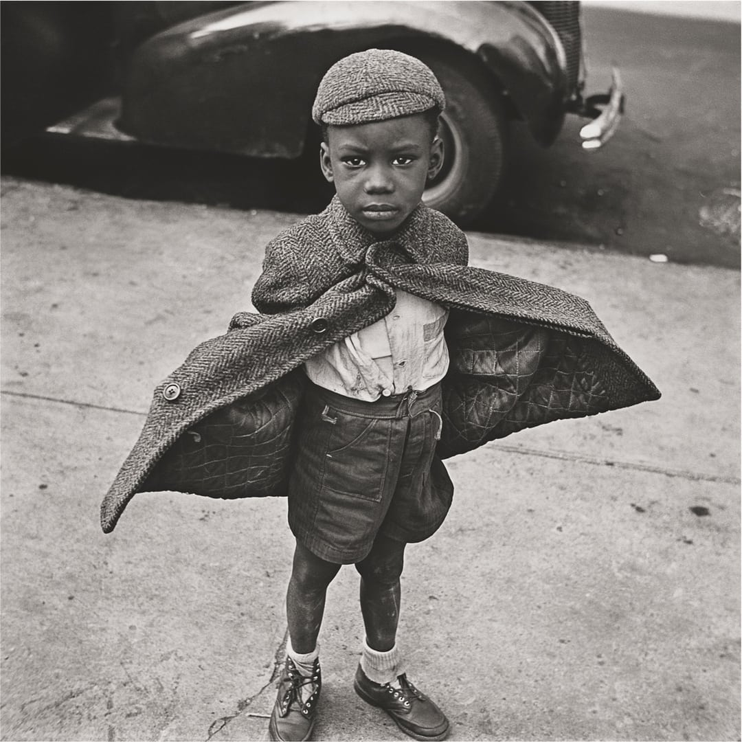 foto: © Jerome Liebling/Steven Kasher Gallery - Butterfly Boy, New York City, 1949