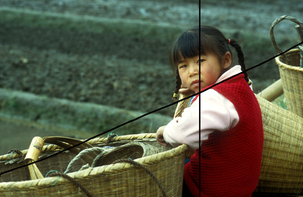 Chinees meisje op het land: invoegende diagonaallijn én guldensnede lijn.