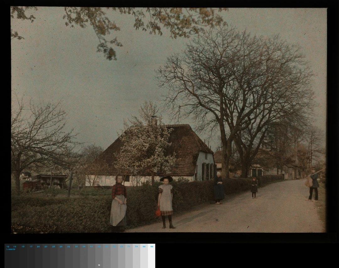 foto: Jacob Olie Jr (1879-1955)Dorspsgezicht, c. 1913*, 9x12 cm Rijksmuseum