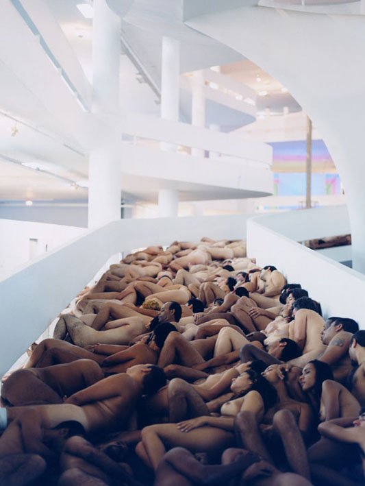 Spencer Tunick fotografeert naakten in Amsterdam