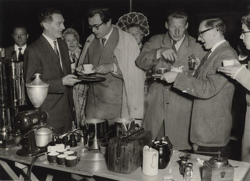 foto: Cees de Boer | De Koffieclub met Godfried Bomans en Harry Mulisch, 1956