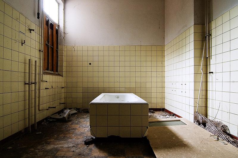 foto: Rob Funcken | Badkuip (Mei 2007, psychiatrisch ziekenhuis, Nederland