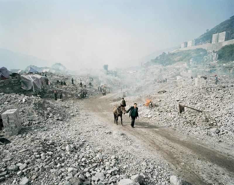 foto: Courtesy Edward Burtynsky, Toronto, Canada | Dam, Three Gorges Dam Project, Yangtze River, 2005
