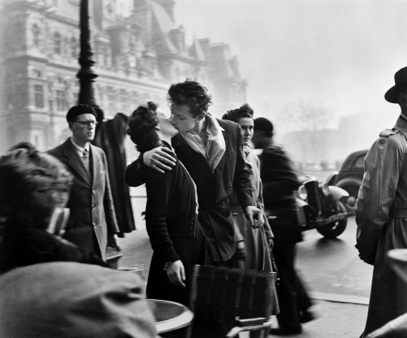 The Kiss in Front of City Hall - Robert Doisneau