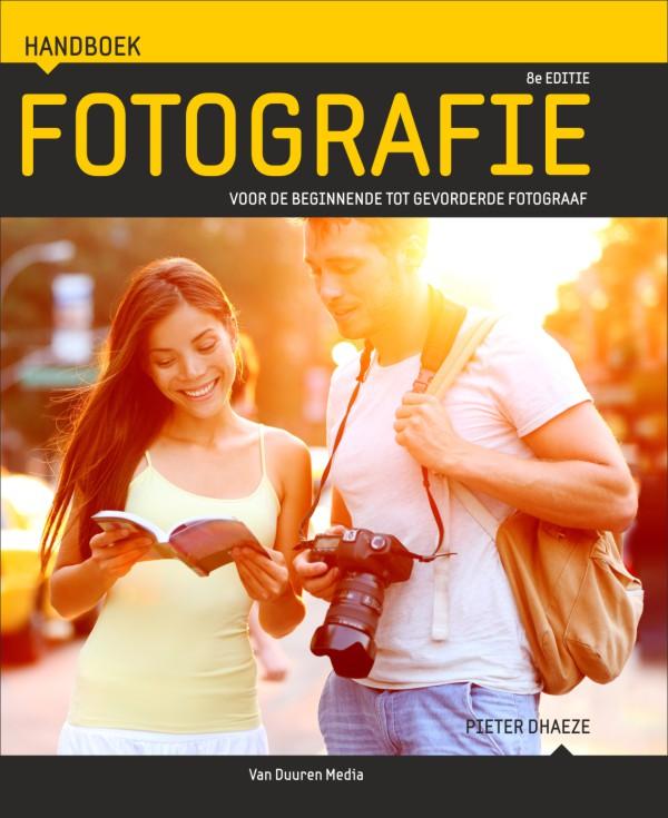 Handboek fotografie- Pieter Dhaeze, 8e editie, isbn 9789059409811.