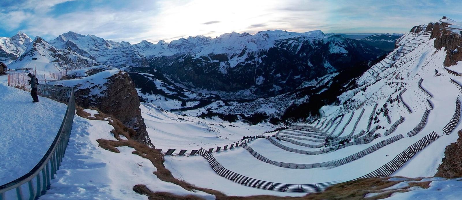 panorama 360 graden bergen met sneeuw