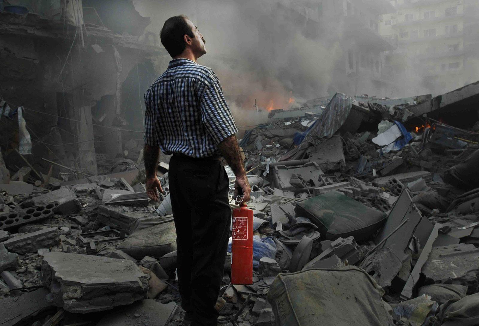 foto: ©Jeroen Oerlemans - Libanon, Tyre (Sur), 26 juli 2006