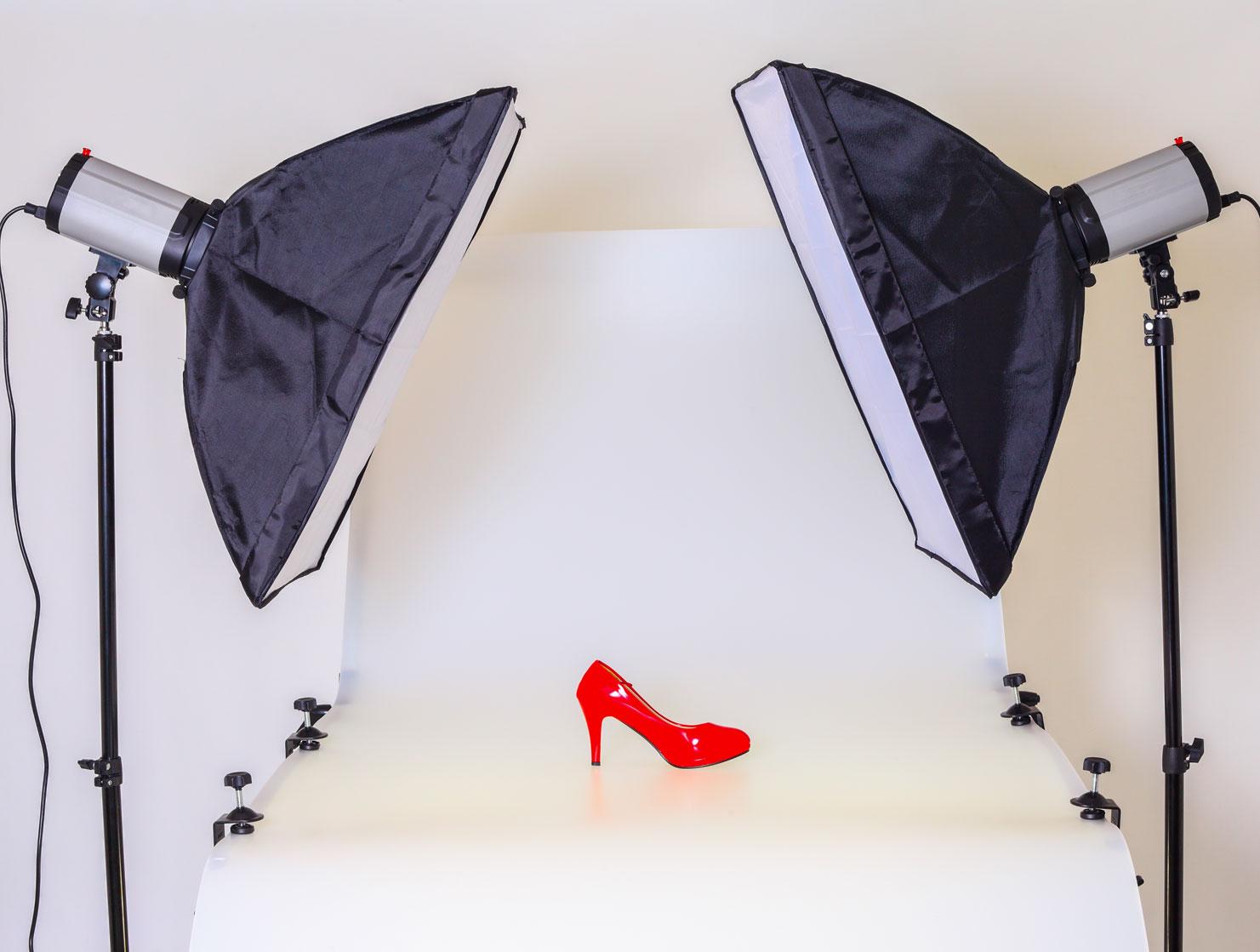 fotolampen in studio met rode schoen