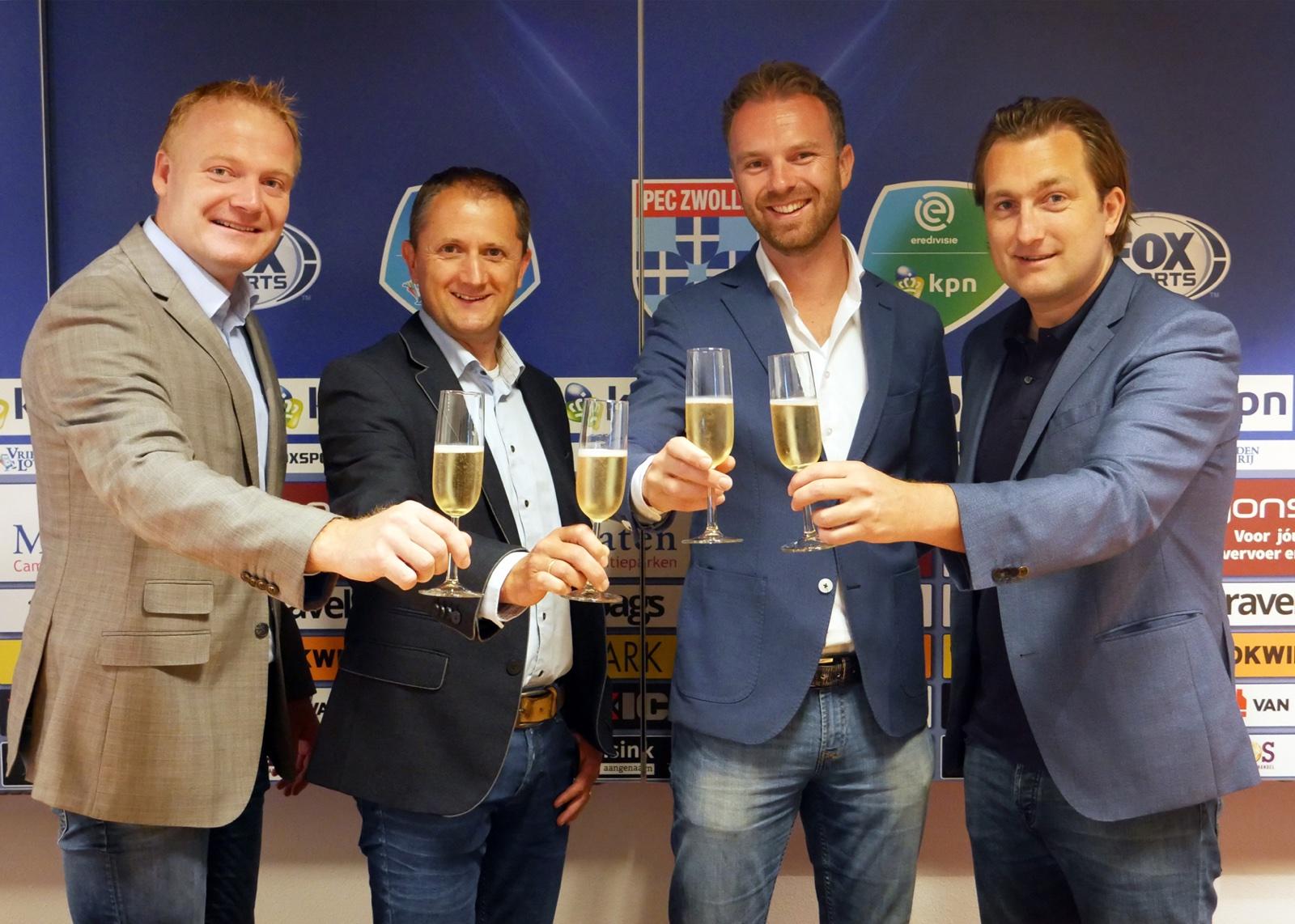 foto: Van links naar rechts Jurian Meijntjes (PEC Zwolle), Henri van Rheenen (CameraNU.nl), Ricardo van den Burg (CameraNU.nl) Joost Broerse (PEC Zwolle).
