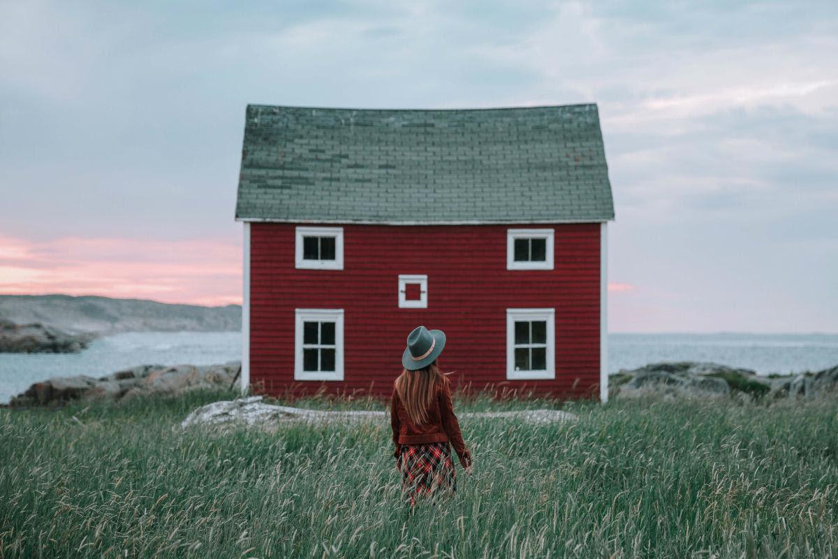 Emilie Ristevski - Instagram: 1m+ - @helloemilie, huisje aan de kust
