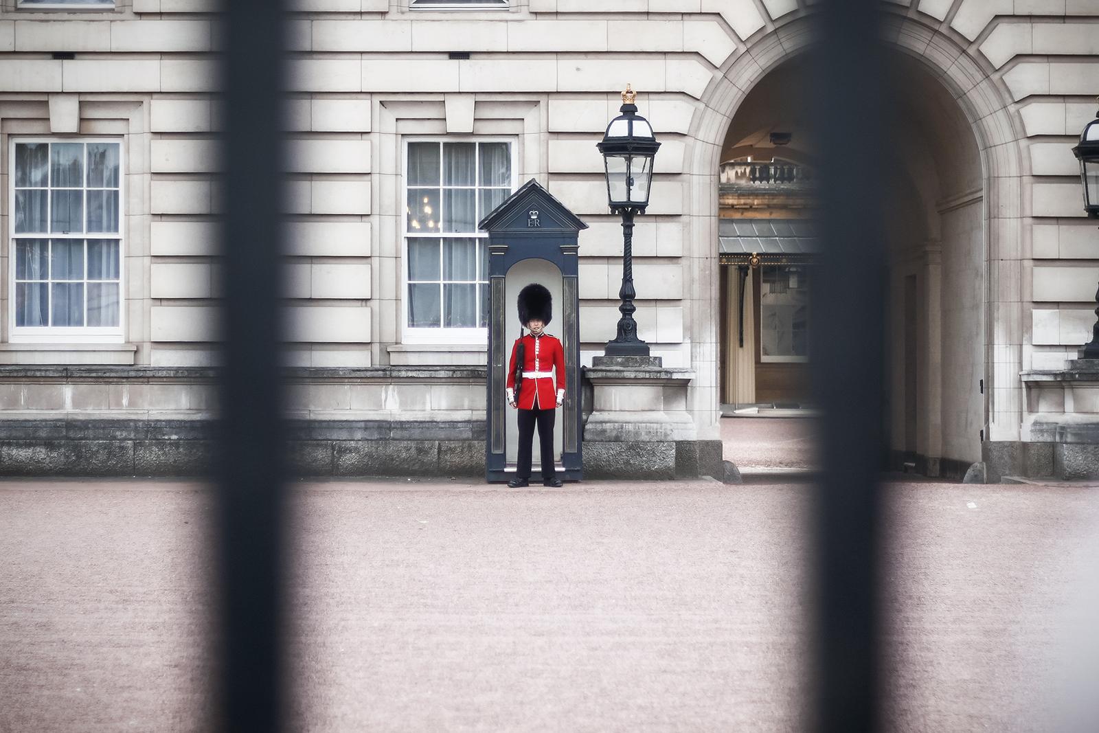 in Londen een Britse koninklijke wacht voor Buckingham palace