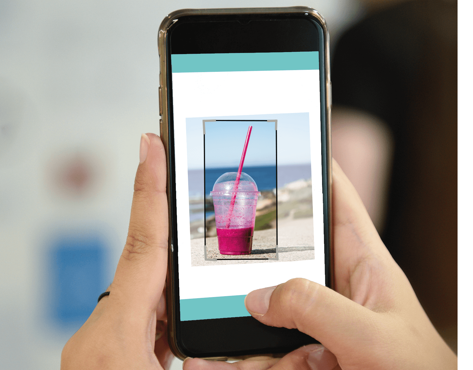 foto van een smartphone waarop een aap in gebruik is die foto's kan bijsnijden