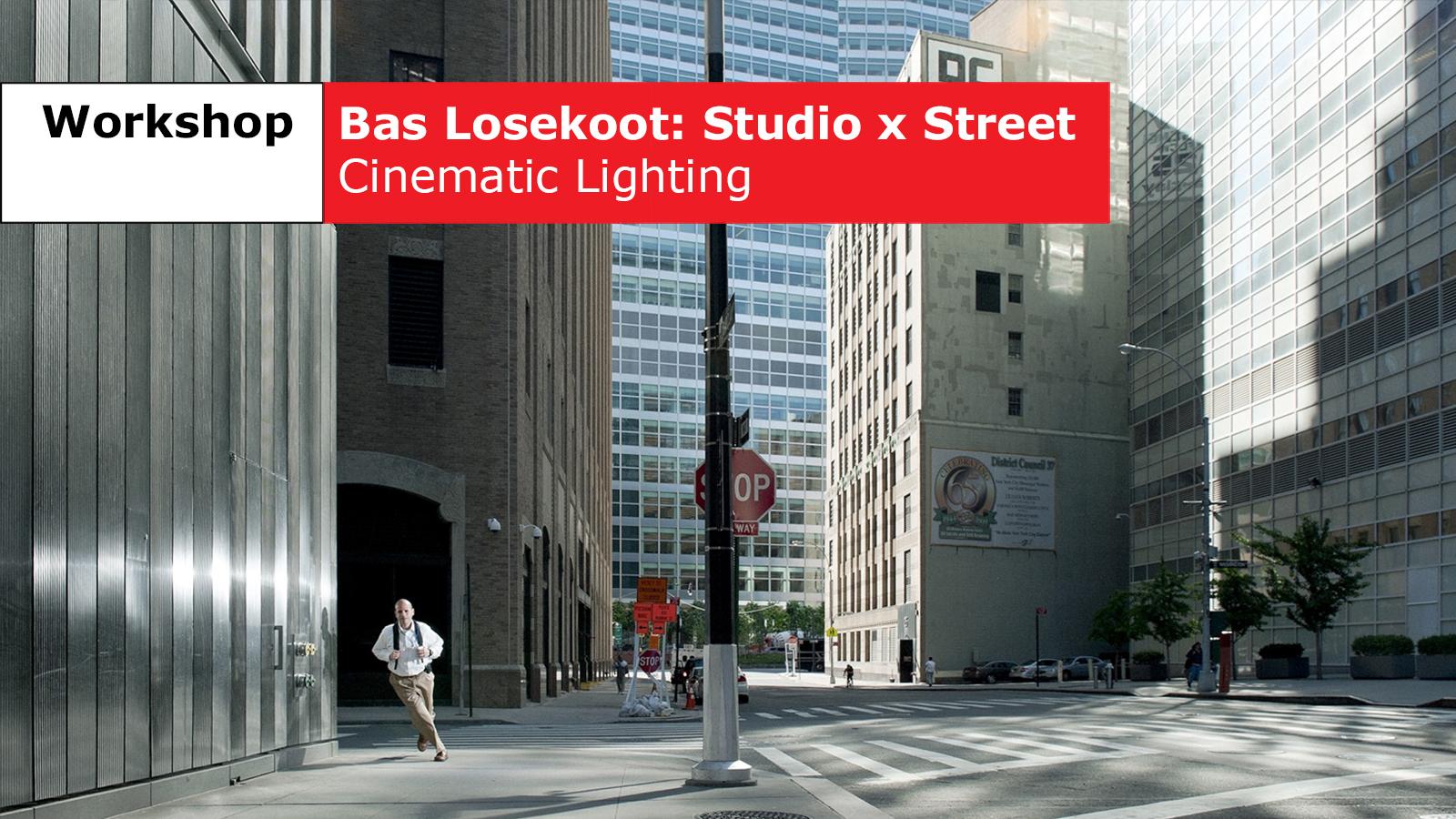 foto van Bas Losekoot van een man die in een straat in een Amerikaanse stad de hoek om rent
