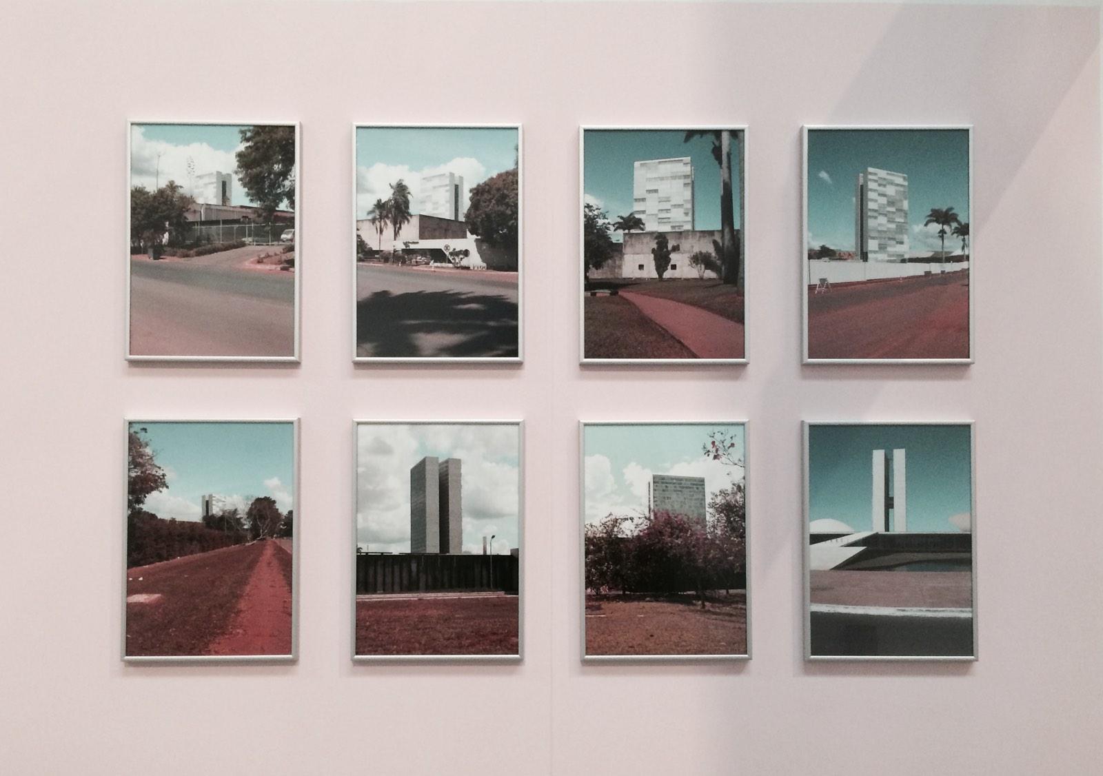 foto's aan de muur van Erik van der Weijde