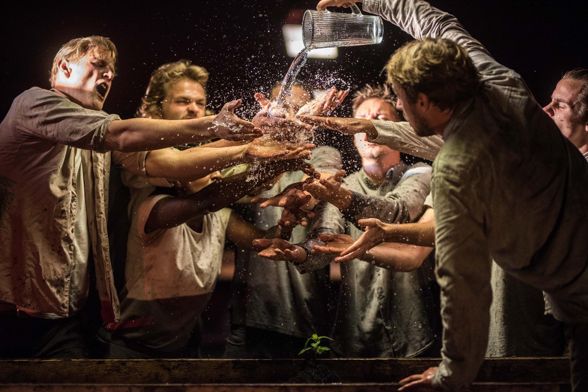 Paradijsvertraging - Bart Grietens, winnaar Theaterfotografie Prijs 2019