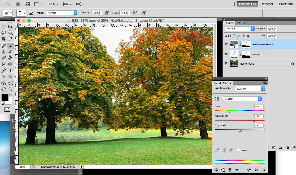 Screenshot van computer met Photoshop bewerking van bomen naar herfstleuren