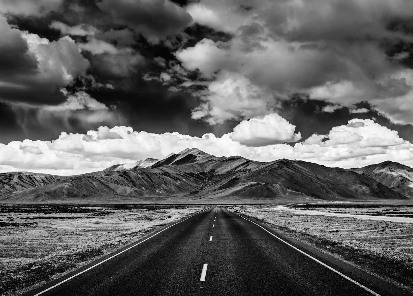 berglandschap met weg
