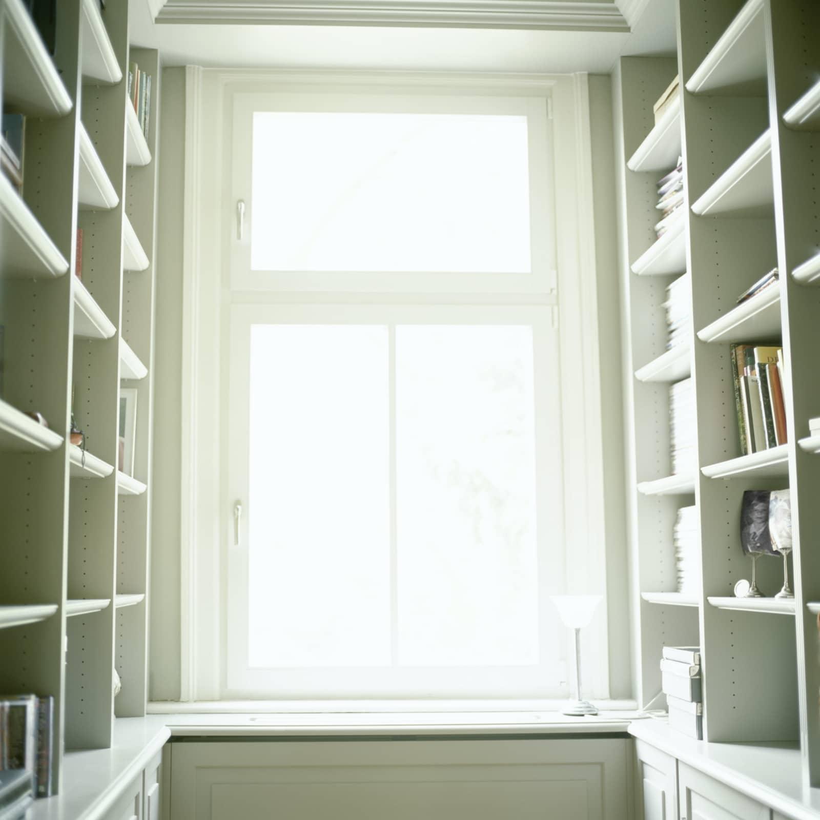 mooi licht door raam in kamer