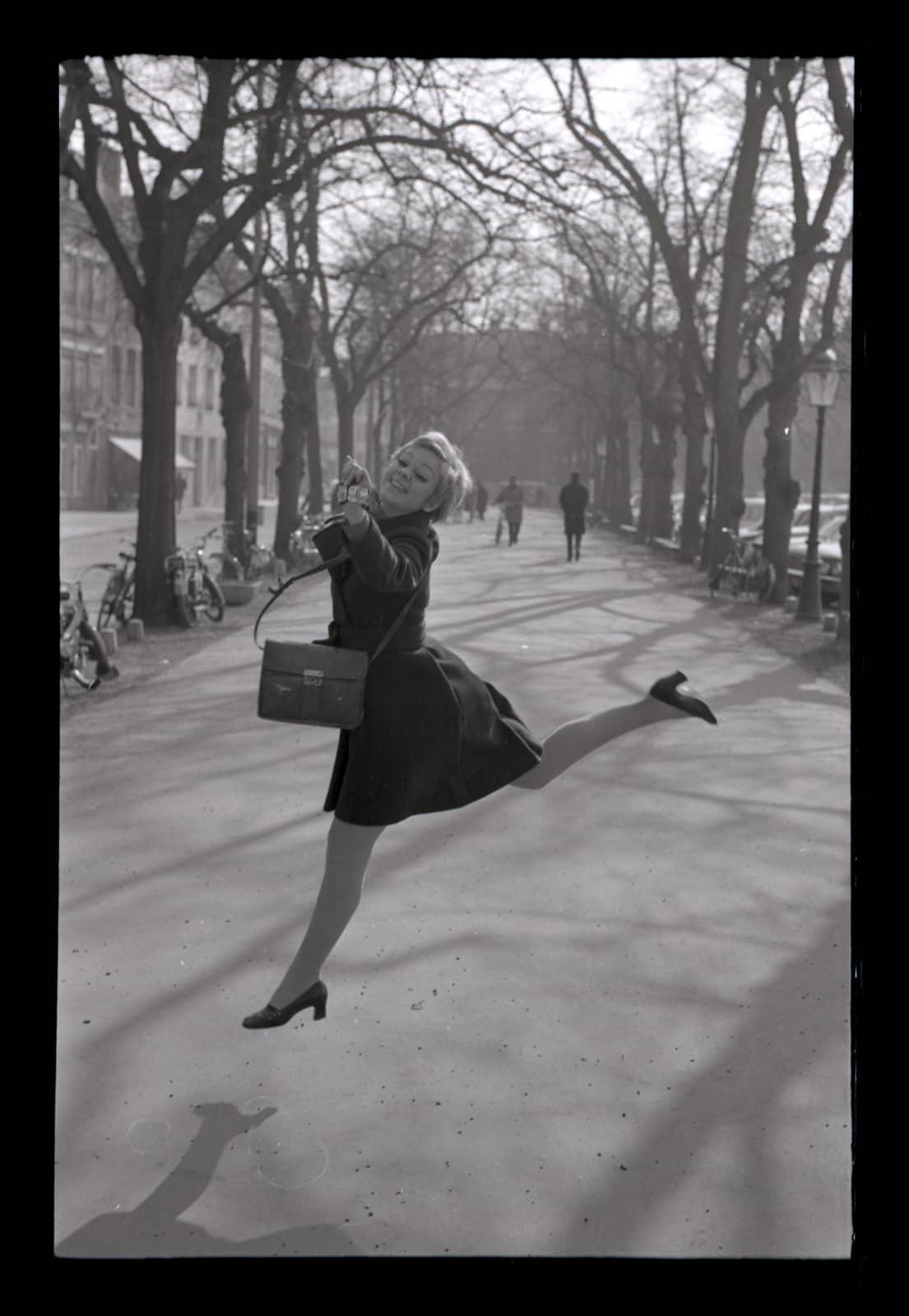 foto: © Hans Rietveld - Meisje op het Vrijthof, Maastricht