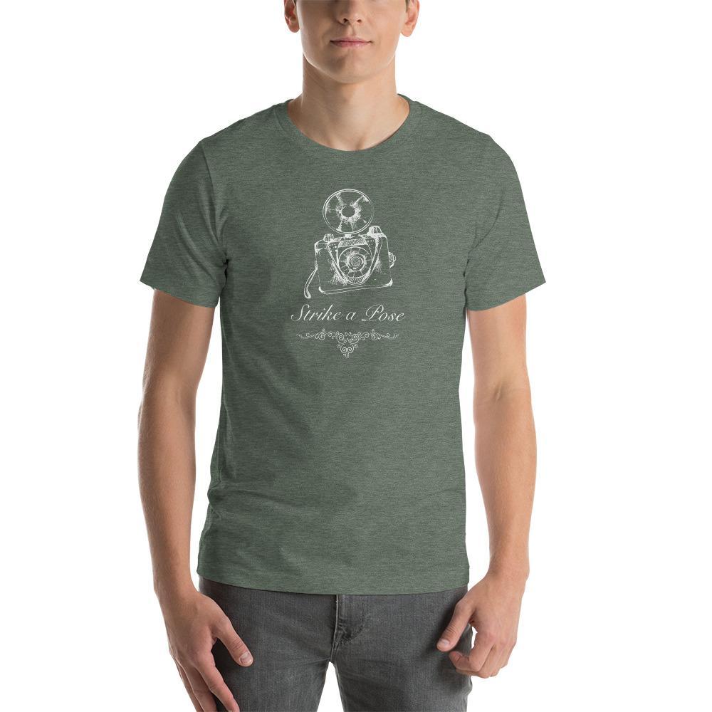 Fotograaf T-shirt cadeau: T-shirt met korte mouwen bedrukt met Strike a Pose ..