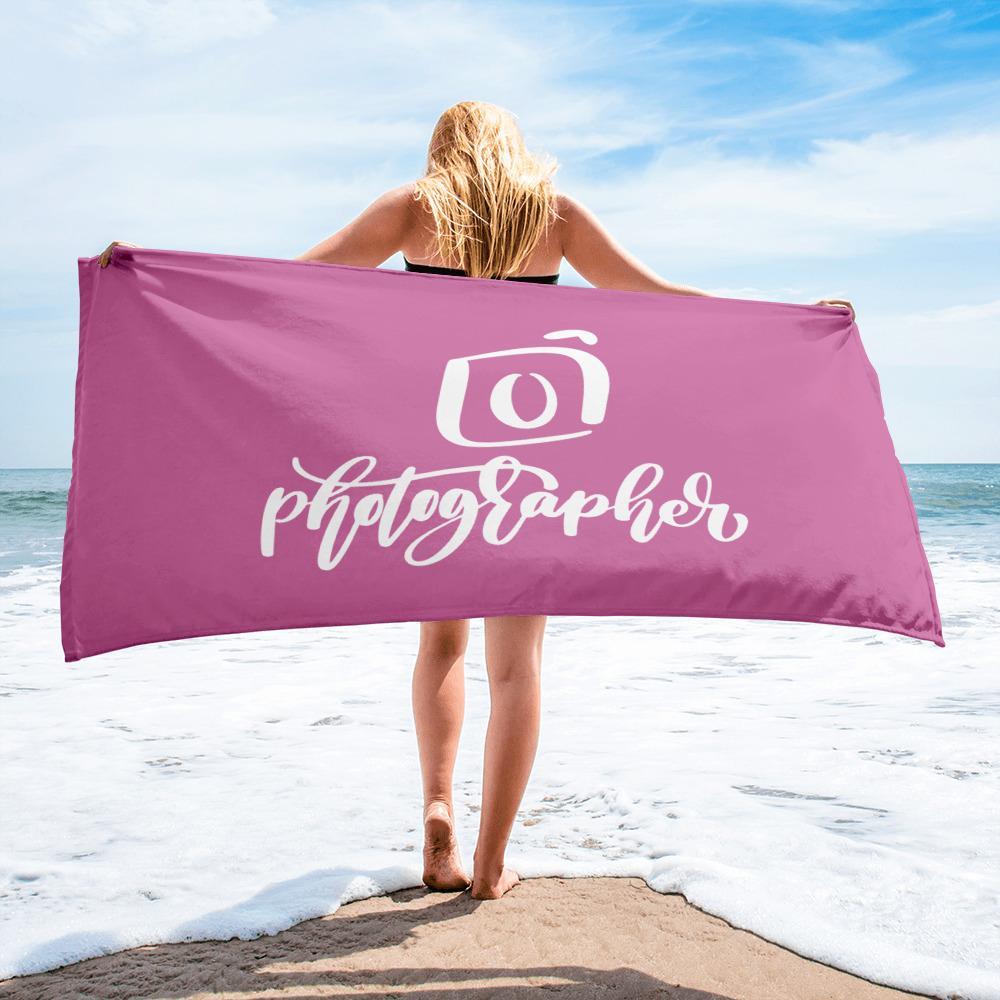 Fotografie cadeau: roze badlaken bedrukt met camera en tekst Photographer