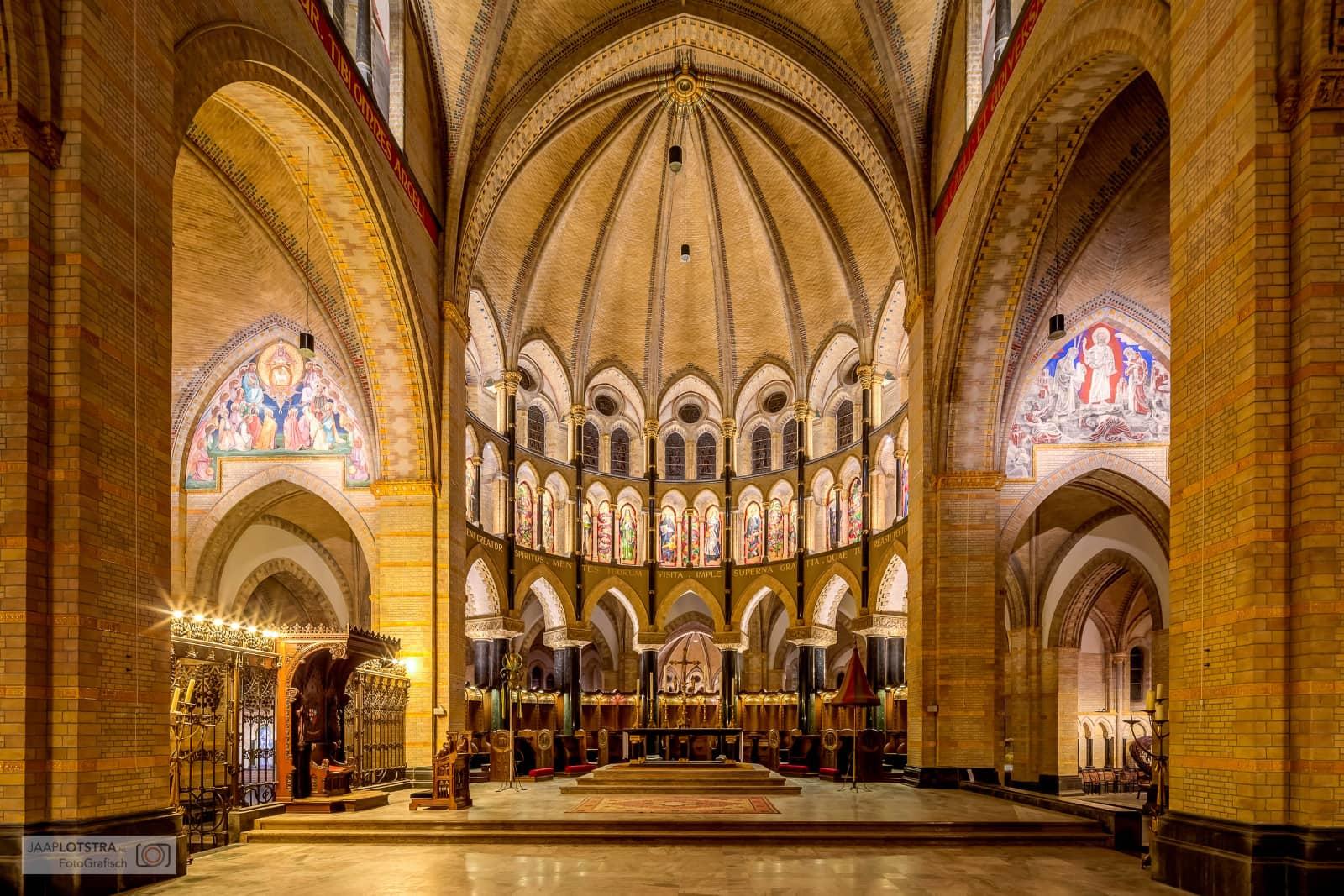 foto: © Jaap Lotstra - kerk architectuur binnen