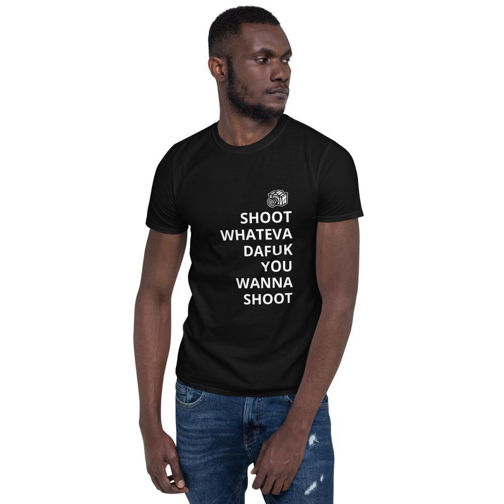 Fotograaf T-shirt cadeau: T-shirt met korte mouwen bedrukt met Shoot Whateva Dafuk