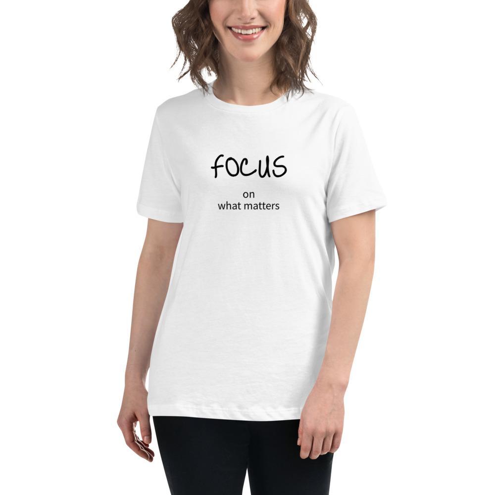 Fotograaf T-shirt cadeau: T-shirt met korte mouwen bedrukt met Focus on what matters voor vrouw