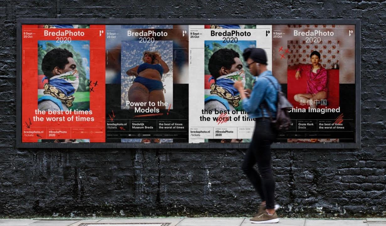 programma Breda Photo 2020 met affiches aan muur