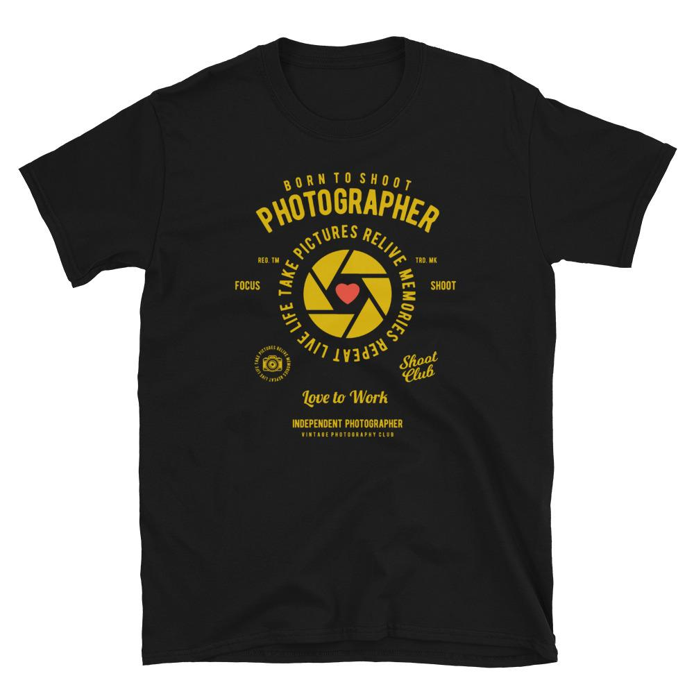 Fotograaf T-shirt cadeau: T-shirt met korte mouwen met tekst Born to Shoot Photographer - Love to work en sluitersymbool met rood hart