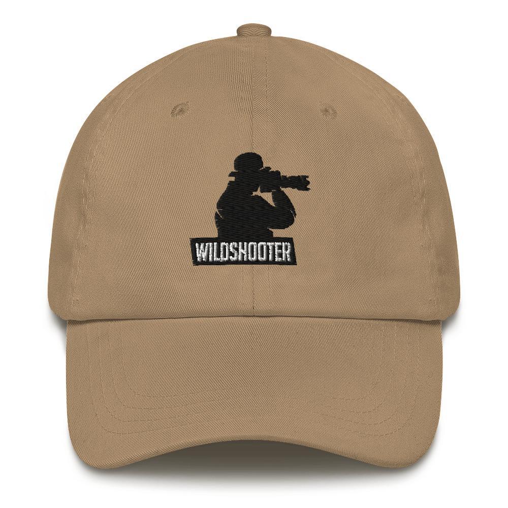 Fotograaf cap cadeau: beige cap geborduurd met man met camera en tekst wildshooter